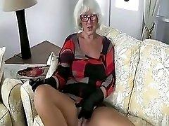 Granny Handjob #2 Pizza Boy Getting The Proper Payment