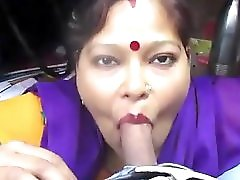 Desi aunty giving blowjob and deepthroat drank cum