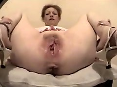 Mature shows pussy and hole ass