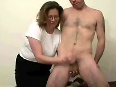 Mature slut loves to jerk stranger Amateur Older