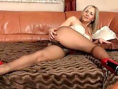 Milf ALA in pantyhose & heels