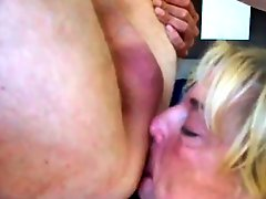 DIrty Mature deeptroath his cock& rims