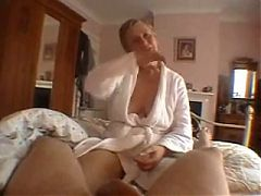 Wife gives good blowjob to husband and cum