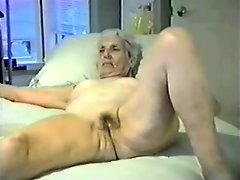 Enjoy this granny fully nude Amateur