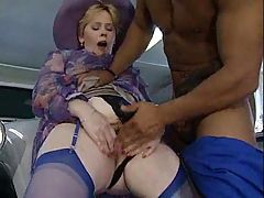 Mature fat woman fisting and big black dildo