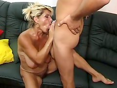 Hairy Mom Squirts