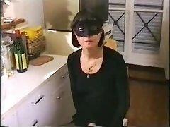 Femme mure en cuisine french