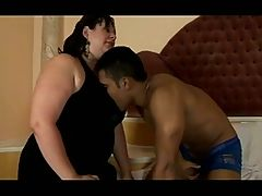 Latina sucks a bbc