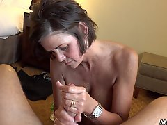 Kentucky Milf Takes A Facial