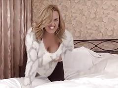 Naughty Loriana on Bed